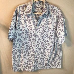 Men's Old Navy pale blue short sleeve shirt